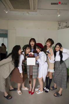 GFriend - Sinb Yerin Eunha and Umji feet r/kpopfeets Kpop Girl Groups, Korean Girl Groups, Kpop Girls, Gfriend Profile, Kim Ye Won, Fandom, Cloud Dancer, Entertainment, G Friend