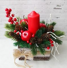 Elegant and Simple Christmas Table Centerpiece Ideas That Easy to Make 024 Christmas Candle Decorations, Christmas Flower Arrangements, Christmas Swags, Christmas Flowers, Christmas Candles, Diy Christmas Gifts, Simple Christmas, Christmas Themes, Table Decorations