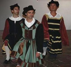 Reproduction in Venice!!!! of men's garb from 1509 Raffaello painting.