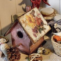 Wooden bird house http://pasijart.com/