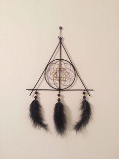 Attrape rêves les reliques de la mort - Dreamcatcher Harry Potter Deathly Hallows https://www.etsy.com/fr/listing/577917283/attrape-reves-les-reliques-de-la-mort