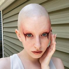 """@post_humann: """"Might be my new go-to look IB: @matieresfecales • • • • • • • • • #makeup #makeuplover…"""" Bald Women, Shaving Razor, Bald Heads, Shaved Head, Androgynous, Brows, That Look, Things To Come, Smooth"""