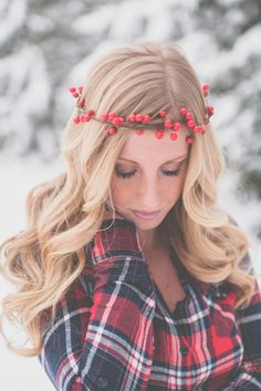 Photography: Apples & Honey Photography - www.applesandhoneyphotography.com Read More: http://www.stylemepretty.com/midwest-weddings/2014/03/24/plaid-snow-bridal-shoot/