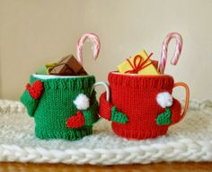Cute Little Hand-knitted Sweater for Your Mugs Hand Knitting, Knitting Patterns, Crochet Patterns, Christmas Mugs, Christmas Crafts, Crochet Mug Cozy, Quirky Gifts, Hand Knitted Sweaters, Christmas Knitting