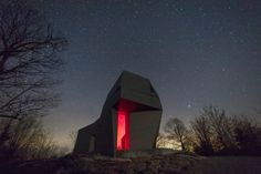 This impressive astronomy tower is the work Anmahian Winton Architects. Located on top of remote mountain in New Hampshire, this private observatory abandoned t New Hampshire, Magazine Architecture, Zinc Cladding, Astronomical Observatory, Dark Landscape, Building Foundation, Light Pollution, Dezeen, Astronomy