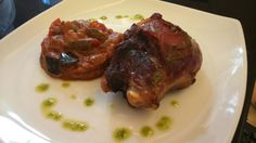Carrillera de cerdo ibérico asada al horno con pisto - Galta de porc ibèric rostida al forn amb samfaina - Joue de porc ibérique rôti au four avec ratatouille - Iberian pig cheek oven roasted with ratatouille - Iberischen Schwein Backe Ofen gebraten mit Ratatouille #Figueres #Empordà #Girona #CostaBrava #visitfigueres #hotelpirineos #restaurantelpelegrí