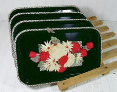 Vintage Black EnamelWare Metal Trays Collection by DivineOrders Vintage Tv Trays, Vintage Metal, Vintage Kitchen, Vintage Black, Vintage Shops, Vintage Items, Red And White Flowers, Painted Trays, Metal Trays