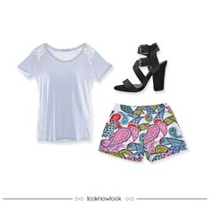 Camiseta branca + Short estampado + Sandália de tiras | White t-shirt + Printed short + Strap sandals  #moda #look #outfit #looknowlook