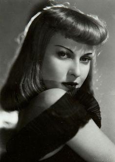 Todays 1940s hair and makeup inspiration from Italian actress Mariella Lotti (1921–2006)
