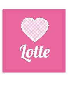 Muurdecoratie voor de babykamer met een superlief hartje en roze kleuren. Deze muurdecoratie wordt gratis voor jou gepersonaliseerd.