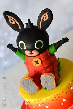 Well – here's a cake that I didn't know much about. I had never heard of Bing before. It's amazing how quickly you grow out of the baby shows. But with such a cute, happy character, I was very happy to do it. This was a chocolate fudge cake and. Fondant Dog, Fondant Animals, Fondant Cake Toppers, Fondant Figures, 3rd Birthday Cakes, Bunny Birthday, Bing Cake, Bing Bunny, Bunny Party