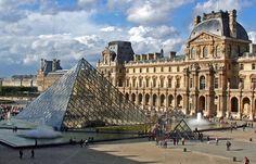 El Museo del Louvre en París, Francia
