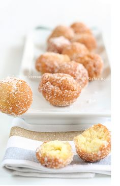 Castagnole the Italian chef Nazareno Lavini. A mixture of eggs, flour, butter, sugar and ricotta cheese, then fried and sprinkled with sugar Italian Pastries, Italian Desserts, Italian Dishes, Fun Desserts, Italian Recipes, Dessert Recipes, Italian Chef, Beignets, Cookbook Recipes