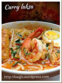 Another Hawker Centre Noodle Dish–Curry Laksa or Curry Mee (咖喱叻沙, 咖喱面) Asian Noodle Recipes, Prawn Recipes, Chicken Soup Recipes, Spicy Recipes, Seafood Recipes, Indian Food Recipes, Asian Recipes, Cooking Recipes, Ethnic Recipes