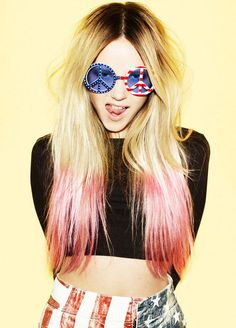 cute blond with pink dip dye hair will b definatly doing this during summer! Looks Street Style, Looks Style, Ombre Hair, Pink Hair, Blonde Pink, Pastel Hair, Neon Hair, Violet Hair, Golden Blonde