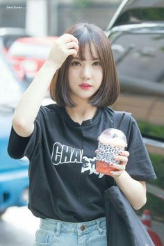 Kpop Female Idols With Stunning Lob Haircuts Ulzzang Short Hair, Asian Short Hair, Girl Short Hair, Ulzzang Girl, Short Hair Korean Style, Hair Inspo, Hair Inspiration, Korean Girl, Asian Girl