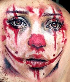 Tattoo feita pelo Christian Moreira na Frantic Ink. Referência de uma foto da fotógrafa espanhola Cristina Otero. Tattoo palhaça. Clown tattoo. Reaslimo. Realism tattoo. Frantic Ink.