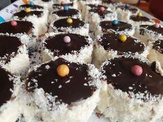 Judit diétás hólabdája (kozák sapka) zabpehelylisztből - Salátagyár Naan, Cheesecake, Cukor, Recipes, Food, Yogurt, Cheese Cakes, Eten, Recipies