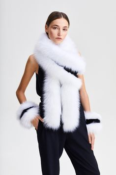 Stole Fox White + Black Black Fabric, Faux Fur, Fox, Street Style, Color, Women, Colour, Urban Style, Street Style Fashion