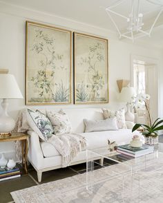 Cozy traditional style sunny living room decor with floral wall art & white linen sofa with oak wood base #traditional #traditionalstyle #interiordesign #livibgroom #livingroomdecor #whitedecor #orchid #floral Floral Sofa, Floral Furniture, Floral Wall, Traditional Living Room Furniture, Traditional Sofa, Living Room Interior, Livibg Room, Linen Sofa, Furniture Placement