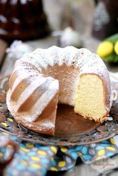 Lekka, delikatna jak puch babka. Swoją lekkość babka poznańska zawdzięcza mące ziemniaczanej, która dominuje w tym przepisie nad mąką pszenną.