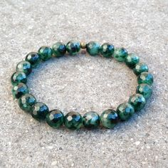 Genuine faceted moss agate mala bracelet, perfect for men and women alike. Beautiful emerald green colors, it will add a luxurious touch to any mala bracelet collection. Moss agate is considered the m