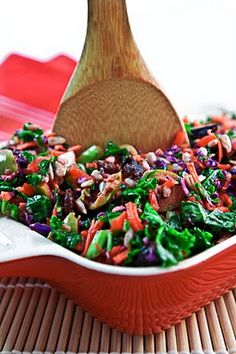 Marinated Winter Kale Salad ~ I eat first with my eyes! So of course, the bold contrasting colors in the healthy ingredients in this recipe allure me to give it a try! #earthbalance