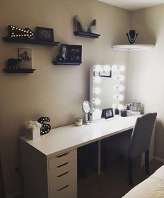 Adorable Makeup Table Idea 21 Coffee table is one's favorite to start the day. Learn how to decorate your coffee table design like a pro to give the most of your coffee time experience. Vanity Makeup Rooms, Vanity Room, Makeup Vanities, My New Room, My Room, Make Up Tisch, Glam Room, Coffee Table Design, Coffee Tables