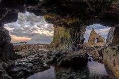 Cueva en la Playa de Campiecho. Cadavedo. Asturias
