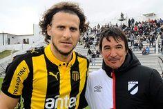 Diego Forlán y el profesor Valenzuela en Jardines.
