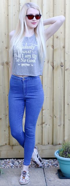 Casual Style - Harry Potter crop top with Topshop joni jeans and sandals