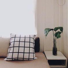 Bom dia segunda-feira! Olha que linda a foto da @jaquelinekrehnke da nossa almofada quadriculada!  Vc pode encomendar a sua no nosso site! Vai lá! #warehouseama #instadecor #homedecor #decor #decoracao #almofada by warehousehomedecor