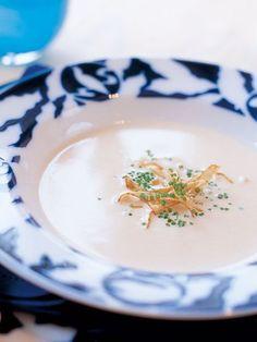 Recipe : ごぼうのクリームスープ/ごぼうのエキスがたっぷり溶け込んだスープに押麦を加えて、なめらかなスープに仕上げよう。 #Recipe #レシピ