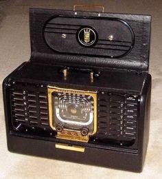 Vintage Zenith Trans-Oceanic Vacuum Tube Radio, Model G-500, Circa 1949.