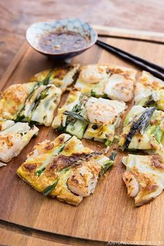 Korean Pancake (Pajeon) – Delicious and easy Korean scallion & shrimp pancake ma… Korean Pancake (Pajeon) – Delicious and easy Korean scallion & shrimp pancake made with cake flour, dip crispy pancake in spicy soy sauce to enhance flavor. Savory Pancakes, Savoury Cake, Seafood Recipes, Cooking Recipes, Pancake Recipes, Pancake Flavors, Pancake Dessert, Waffle Recipes, Dessert Food