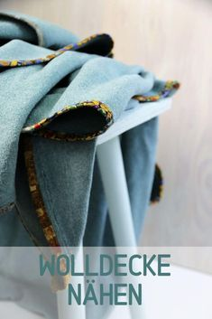 Sewing a woolen blanket: how it works, quickly and easily! Sewing For Beginners, Pinterest Blog, Soft Furnishings, Sewing Hacks, It Works, Sewing Patterns, Blanket, Sew Simple, Freebies