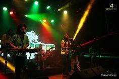 Este último sábado en Bluzz live nos dimos uno de esos gustos que llenan el espíritu deenergía positiva. La velada comenzó con la gente de Raíces Dub Melódica System,quienes nos mostraron su material, lleno de Dub y melodías, forma de entradaperfecta para el plato de fondo que no demoro en llegar. El Congo es Reggae, Reggae yorugua, marca registrada, copyright mediante, El Congoes La Banda de Reggae uruguaya, con mayúscula, desde ya hace mucho tiempo. Y bienganado se lo tiene. Haciendo…