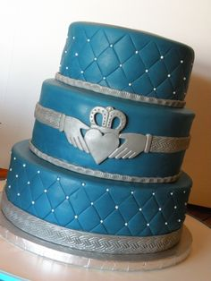 LOVE THIS! would just change it to an elegant green and have it for the wedding shower or something :-)