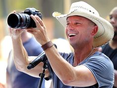 Even Kenny Chesney likes Canon! ;-)