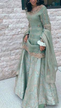 Beautiful Pakistani Dresses, Pakistani Formal Dresses, Pakistani Fashion Party Wear, Pakistani Wedding Outfits, Pakistani Bridal Dresses, Pakistani Dress Design, Dress Indian Style, Indian Fashion Dresses, Indian Designer Outfits