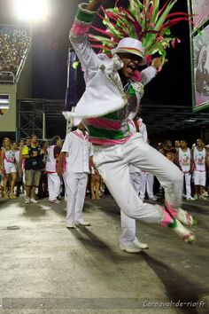 LA SAMBA de THÈME a généré le MYTHE, ICÔNE de la DANSE. -- Samba Dancer, Brazil. www.selectlatinamerica.co.uk