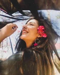 Creative Portrait Photography, Teenage Girl Photography, Portrait Photography Poses, Photography Poses Women, Girl Photography Poses, Portraits, Girl Photo Shoots, Girl Photo Poses, Whatsapp Dp