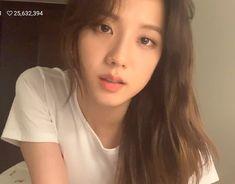 She looks so much like Jin👩🧑👄 Kpop Girl Groups, Korean Girl Groups, Kpop Girls, Yg Entertainment, Black Pink ジス, Blackpink Debut, Blackpink Members, Blackpink Photos, Jennie Lisa
