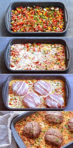 Super nem ret med den bedste kombination af saftige hakkebøffer og en vildt god pikantsovs. Og så giver baconen på toppen lige det sidste pift. Lchf, Keto, Amanda, Sausage, Bacon, Homemade, Cooking, Recipes, Kitchen