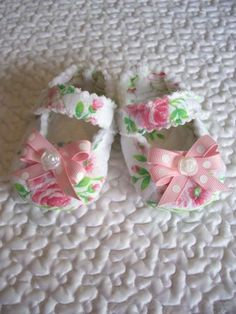 perfect for a little legacy!...DIY Quilted Baby Shoes....totally going to make these if I have a girl one day.