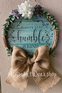 Simple, Beautiful DIY Wreath our of a pizza pan! Wreath Crafts, Diy Wreath, Decor Crafts, Grapevine Wreath, Burlap Wreath, Dollar Tree Decor, Dollar Tree Crafts, Crafts To Do, Diy Crafts