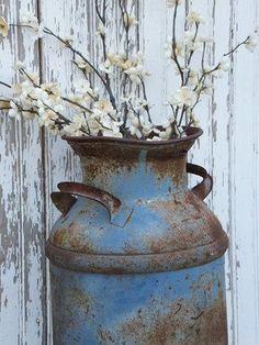 Garden Decor Vintage Metal Milk Can Blue Chippy Farm Primitive Rustic Decor Rustic Garden Decor, Rustic Gardens, Vintage Milk Can, Vintage Wood, Old Milk Cans, Most Beautiful Gardens, Farmhouse Chic, Porch Decorating, Primitive