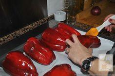 Sigue todos los consejos del blog INTENDENCIA CON BELÉN para que no tengas ningún problema a la hora de asar pimientos en casa.