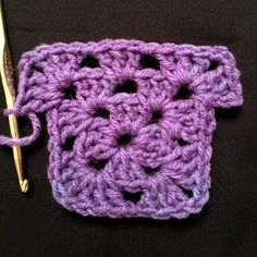 How to Crochet a Granny Square - Fish Filet Crochet Life is definitely good when the modern world views granny squares as colorful, fashionable and fun. The crochet world at least! How to crochet grannies! Crochet Granny Square Beginner, Granny Square Quilt, Easy Crochet Stitches, Crochet Squares Afghan, Beginner Crochet Tutorial, Beginner Crochet Projects, Crochet Flower Tutorial, Granny Square Crochet Pattern, Afghan Crochet Patterns