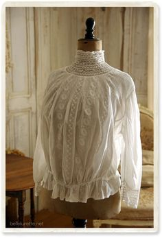 Mode Inspiration, Blouse Vintage, Pretty Outfits, Vintage Fashion, Ruffle Blouse, Textiles, Embroidery, Lace, Jewelery